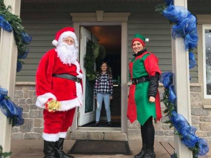 Visite du père Noel, ses lutins
